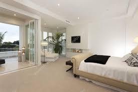 chambre de luxe avec chambre luxe avec terrasse photographie jrstock1 95633134