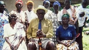 tidak puas telah memiliki lebih dari 100 istri kakek tersebut ingin