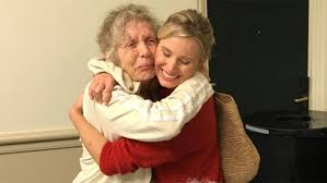 kristen bell sister kristen bell brings hugs and u0027frozen u0027 songs to hurricane irma