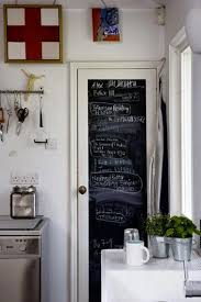tableau noir cuisine peinture à tableau noir sur porte de cuisine
