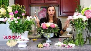How To Make Floral Arrangements Step By Step Make A Romantic Ranunculus Centerpiece Youtube
