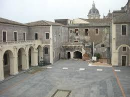 cortile platamone catania palazzo platamone palazzo della cultura asmundo di gisira