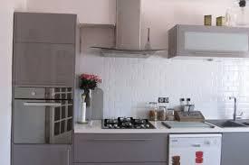 cuisine sur un pan de mur cuisine gris perle quelle couleur pour sol et murs