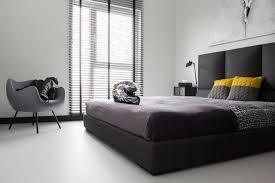 stores pour chambres à coucher chambre à coucher chambre design moderne minimal lit noir