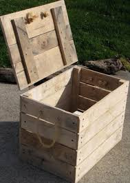 Make A Wooden Toy Box by Best 25 Pallet Trunk Ideas On Pinterest Pallet Toy Boxes