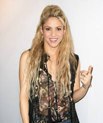 natural color of yolanda fosters hair shakira unveils a new red hair color photo