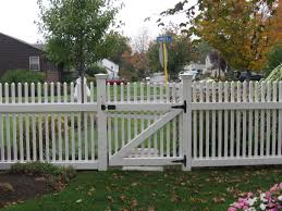 picket fence designs are made in order to put in yard of field