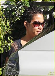 back view of halle berry hair halle berry sports a new hairstyle photo 2406306 halle berry
