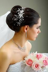 Hochsteckfrisurenen Hochzeit Mit Diadem Und Schleier by Chignon Mit Schleier Brautfrisur Hochzeitsfrisuren Und Schleier