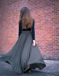 flowy maxi skirts stylish way to wear a pleated maxi skirt this fall img draggable