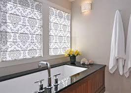 badezimmer vorhang schöne verzierten vorhang raffrollos ein gemütliches badezimmer