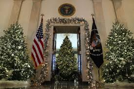 photos of s vs obama s white house decorations are