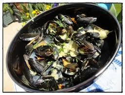 cuisiner des moules au vin blanc moules marinières à la crème et au boursin recette iterroir