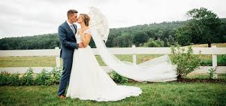 charming and authentic colonial backdrop weddings at salem cross inn
