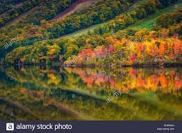 fall colors reflecting echo lake franconia notch park