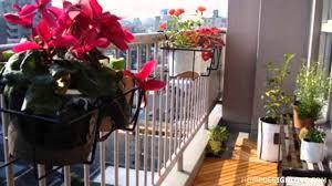 amazingly pretty decorating ideas for tiny balcony spaces 02