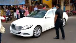 how to shoo car interior at home kapil sharma in his car mercedes s class with his