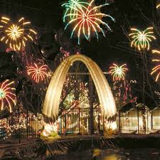 yogi bear christmas lights explore santa s magical kingdom st louis christmas light shows