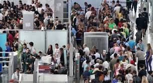 bureau immigration don mueang queues due to staff shortage