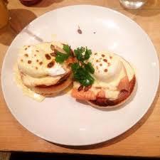 royale cuisine eggs royale muffin anglais saumon fumé oeuf poché et sauce
