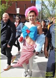 hillary witch costume miley cyrus visits george mason university to campaign for hillary