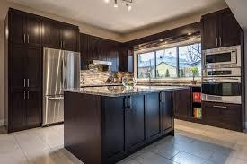 cuisine armoire brune armoires de cuisine projet réno assistance famille konidas
