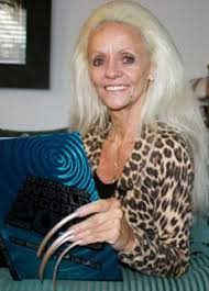 world u0027s most longest fingernails woman lost her claim to fame