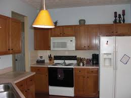 small kitchen decoration using laminate cream kitchen