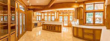 cuisine plancher bois plancher en bois de cuisine et de marbre dans la maison de cagne
