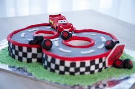 cuisine de minnie comment faire gâteau d anniversaire cars décoration en pâte à sucre
