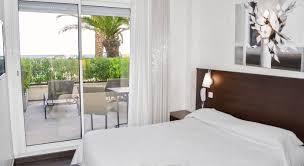 hotel chambre avec terrasse hôtel la plage à sainte maxime hôtel 3 étoiles avec vue mer aux