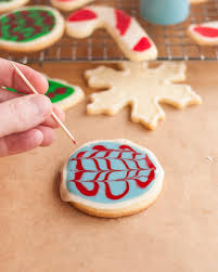 how to decorate cookies with icing the easiest simplest method