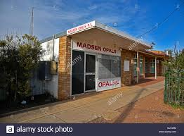 opal buying and selling shop in lightning ridge in the australian