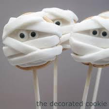 halloween mummy cookie pops