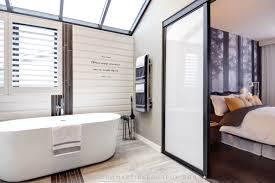 chambres d h es e de r salle de bain r nov e fen tre rehauss emartine bourdon avec chambre
