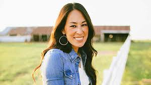 Joanna Gaines Parents Joanna Gaines Sees Hummingbird At Daughter U0027s Window Prompts Viral