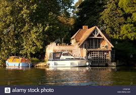 Boat House Boats On The River Thames By A Boathouse Wallingford Oxfordshire