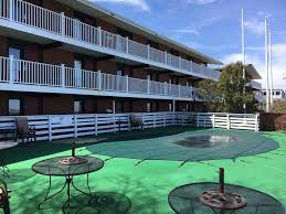 Red Roof Inn Plymouth Nh by Swansea Man Dies After Falling From Balcony Of Plymouth Motel