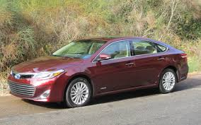 red toyota 2013 toyota avalon front left red photo 40729979 automotive com