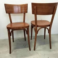 chaise bistrot chaise de bistrot baumann vendues par deux en bois blond vernis