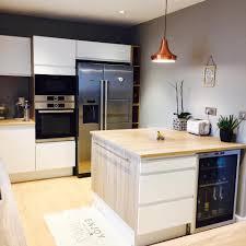 cuisine plus merignac cuisine client ilot carré et cave à vin intégré conception socoo