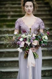 brautkleid lila die besten 25 hochzeitskleid weiß lila ideen auf