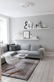 hellgraues sofa grau wandfarbe hellgraues sofa weiße regale inspiration