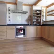 cuisine cagnarde blanche cuisine bois clair moderne et blanc 25 idaces en newsindo co 100