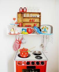 cuisine enfant vintage une chambre d enfant aux airs vintage découverte pitimana le