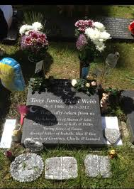 sick thieves tributes from a great yarmouth s grave