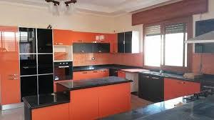 cuisine orange et noir cuisine noir orange brillant meubles et décoration tunisie