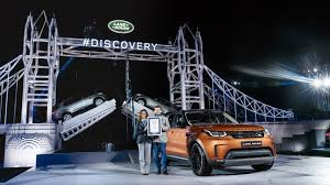 lego range rover land rover discovery debuts on world u0027s largest lego structure ever