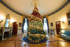 pictures of christmas decorations in homes celebrity homes white house christmas decorations you need to see