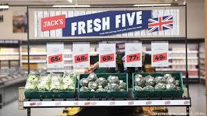 UK retailer Tesco launches offensive in discount war with Lidl Aldi